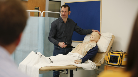 Learn from experienced paramedic lecturers with specialist expertise