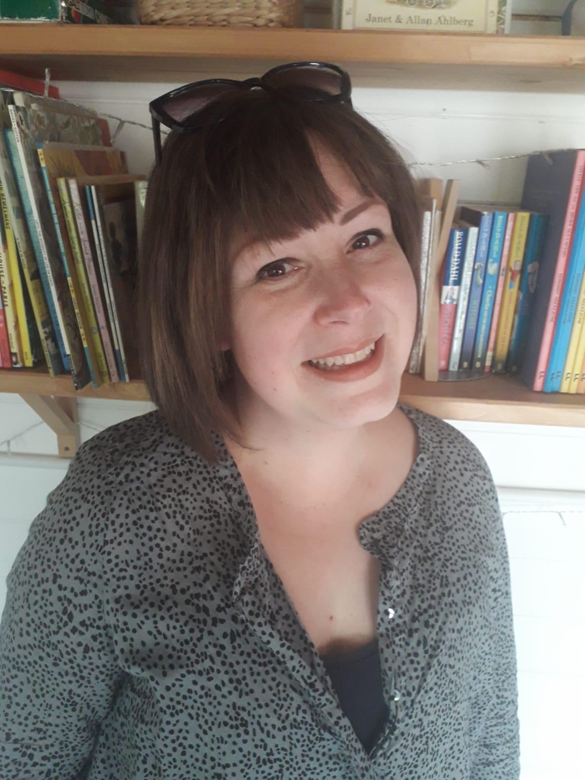Headshot of illustrator Emma Roberts