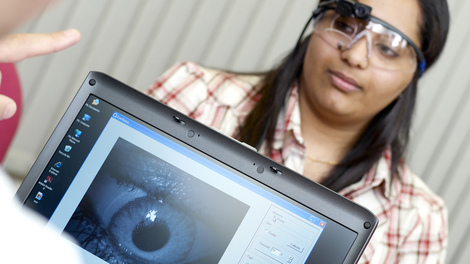 Use our eye tracking suite for psycholinguistic experiments