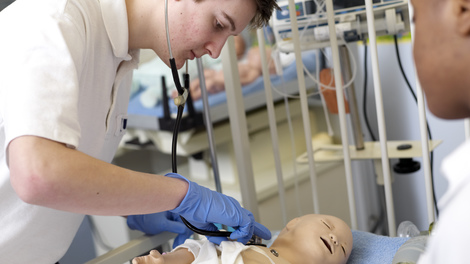 Develop practical skills in our clinical simulation centre