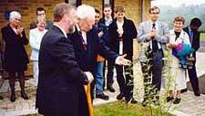 Patrick Moore and Iain Nicolson planting a tree